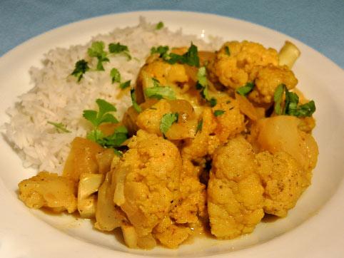 El curry contrasta muy bien con la coliflor