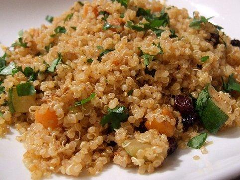 Quinoa con pasas zanahoria y calabacn recetas veganas recetas